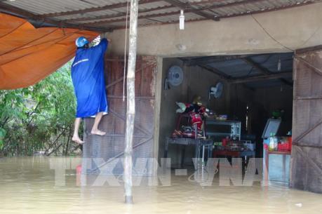 Quảng Bình: Mưa to, hàng trăm nhà dân ngập trong nước