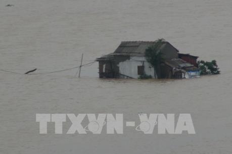 Nước lũ dâng cao, cô lập nhiều xã tại Quảng Bình