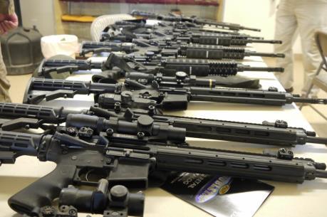 Mỹ tạm ngừng thương vụ bán vũ khí cho Philippines