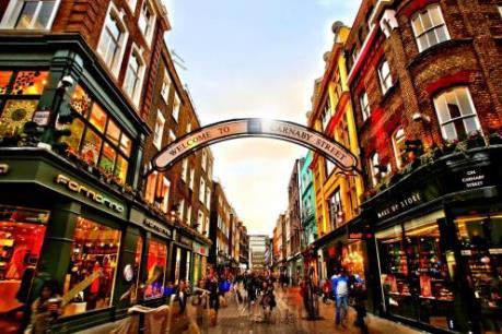 """Các """"tín đồ"""" hàng hiệu đang đổ về London"""
