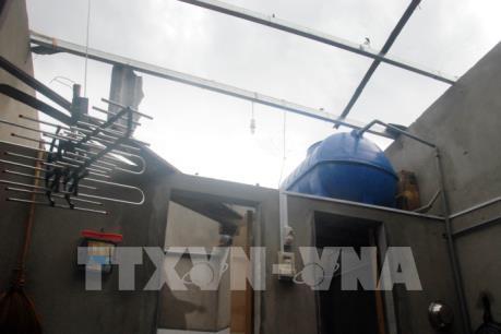 Lốc xoáy khiến gần 100 nhà dân tại Quảng Bình bị tốc mái