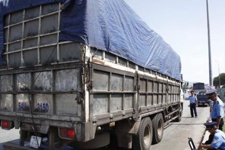 Xử lý tình trạng cơi nới thành thùng xe để chở quá tải