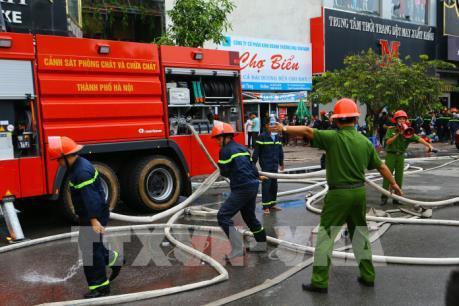 Vụ cháy lớn trên phố Trần Thái Tông: Khẩn trương tìm kiếm người mắc kẹt