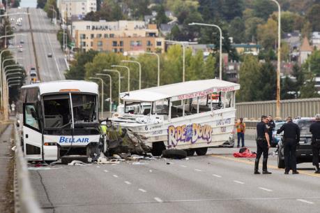 Mỹ: Va chạm xe buýt khiến 6 người thiệt mạng