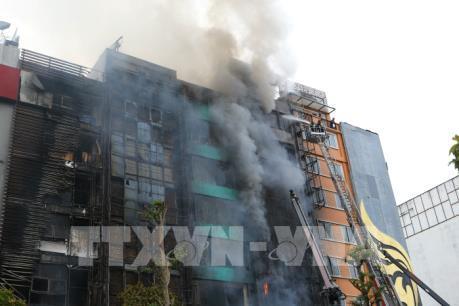 Cận cảnh vụ cháy lớn trên phố Trần Thái Tông khiến 13 người thiệt mạng