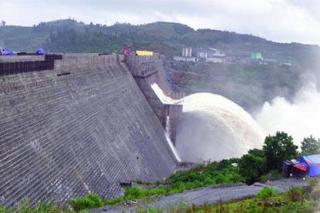 Hồ Thủy điện Sông Tranh 2 tiến hành xả nước qua tràn
