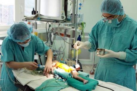 Phẫu thuật miễn phí cho trẻ em nghèo mắc bệnh tim bẩm sinh