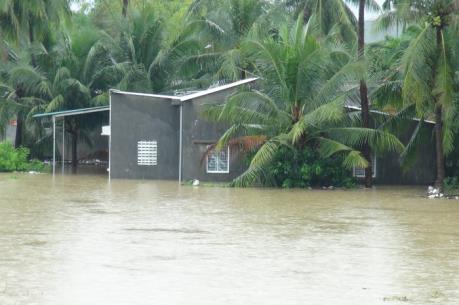Mưa lớn, nhiều nơi ở tỉnh Khánh Hòa ngập lụt