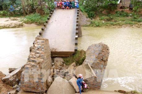 Bình Định dừng các cuộc họp không cần thiết để tập trung khắc phục lũ lụt