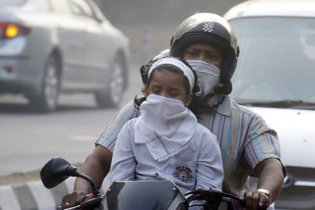 Nhiều trường học tại New Delhi phải đóng cửa do khói mù dày đặc