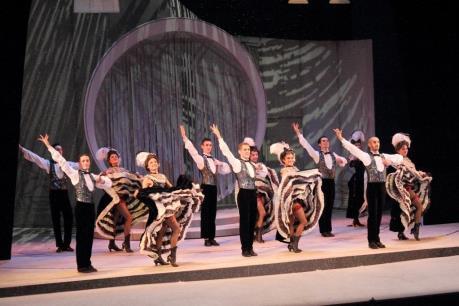 Lần đầu dựng opera cổ điển theo phong cách Broadway hiện đại