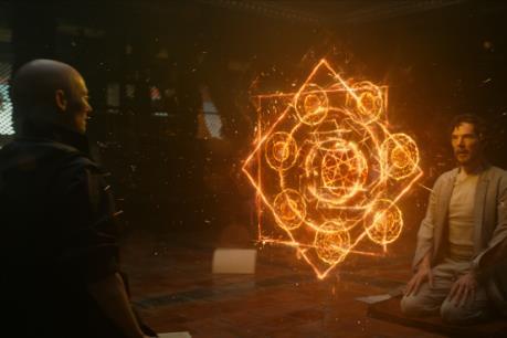"""Top 10 phim ăn khách: """"Doctor Strange"""" giải cứu điện ảnh Bắc Mỹ"""