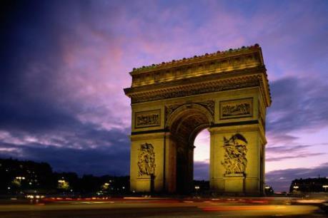 Pháp tăng biện pháp an ninh bảo vệ du khách châu Á