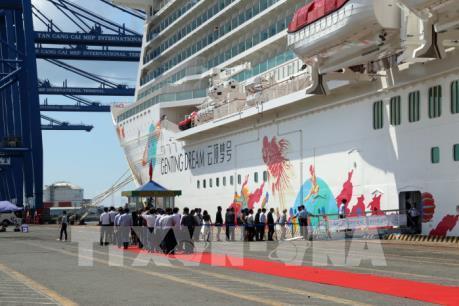 Tàu du lịch siêu sang đưa hơn 2.000 du khách đến thăm Bà Rịa-Vũng Tàu