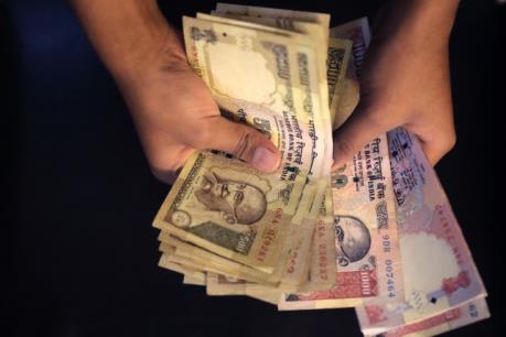 Ấn Độ thu hồi tiền mệnh giá 500 và 1.000 rupee nhằm chống tham nhũng