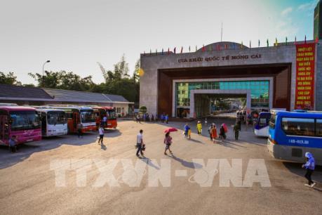 Khai trương thí điểm xe du lịch tự lái qua cửa khẩu quốc tế Móng Cái
