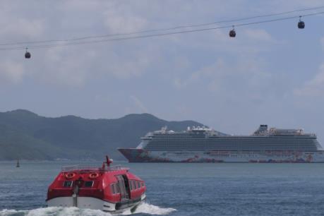 Du thuyền hạng sang đưa 2000 khách quốc tế thăm vịnh Nha Trang