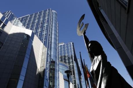 EU hạ dự báo tăng trưởng Eurozone và Anh trong năm 2017