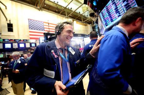 Chỉ số Dow Jones lập kỷ lục cao mới sau cuộc bầu cử ở Mỹ