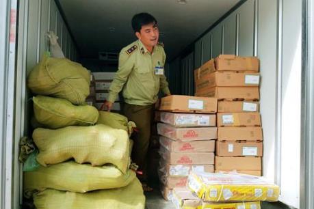 Quảng Nam bắt giữ xe tải chở lượng lớn hàng hóa không có hóa đơn chứng từ
