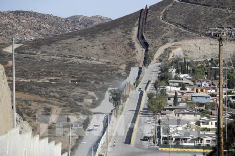 Tổng thống đắc cử Mỹ đưa ra tuyên bố mềm dẻo hơn về bức tường biên giới với Mexico