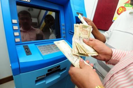 Ấn Độ nới lỏng hạn mức rút tiền mặt