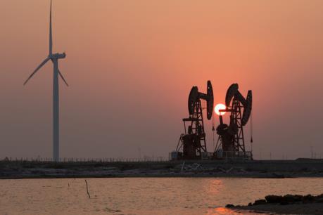Giá dầu thế giới vẫn dưới ngưỡng 45 USD/thùng