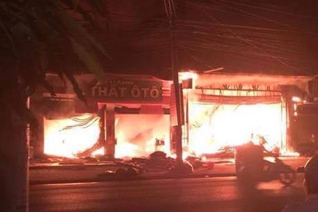 Cháy lớn tại cửa hàng nội thất ở Mạo Khê, Quảng Ninh