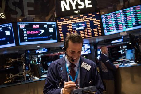 """Phố Wall """"xanh sàn"""", Dow Jones tăng điểm phiên thứ bảy liên tiếp"""
