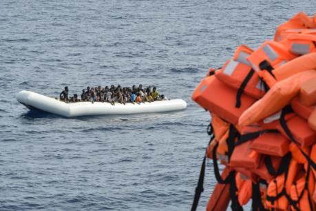 Thêm hàng trăm người di cư mất tích do lật thuyền trên Địa Trung Hải