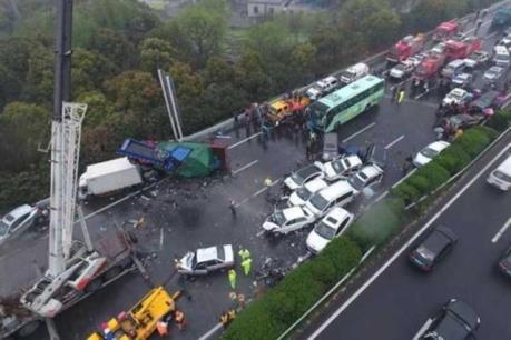 Tai nạn xe liên hoàn tại Trung Quốc: Hơn 50 người thương vong