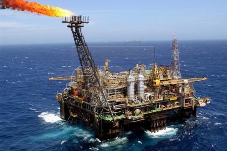 """Giá dầu Brent """"vọt"""" lên mức cao nhất kể từ tháng 10/2016"""