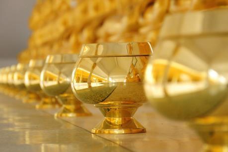 Giá vàng châu Á giao dịch quanh mức thấp của 9 tháng rưỡi