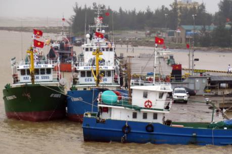 Quảng Trị hạ thủy và bàn giao 3 tầu vỏ thép cho ngư dân