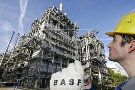 Thị trường hoài nghi về thỏa thuận sản lượng của OPEC, giá dầu đi xuống