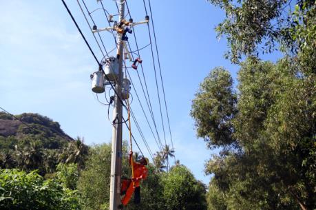 Biển đảo Việt Nam: Đóng điện đường dây 110 kV cấp điện cho xã đảo Lại Sơn