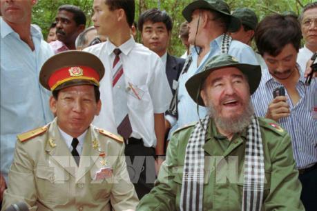 Những hình ảnh khó quên về lãnh tụ Fidel Castro tại Việt Nam