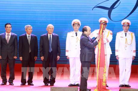 Thủ tướng Nguyễn Xuân Phúc: Đưa nhiều doanh nghiệp Nhà nước niêm yết trên sàn chứng khoán