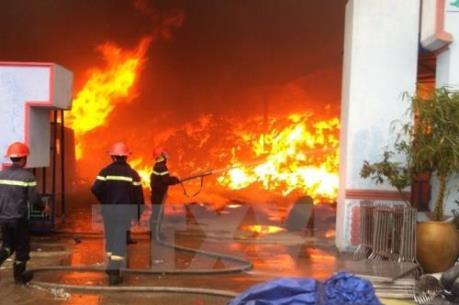 Bất ngờ cháy tại tòa nhà Vimeco, quận Cầu Giấy (Hà Nội)