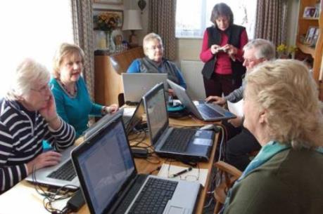 Sử dụng công nghệ thông tin giúp người già hạnh phúc hơn