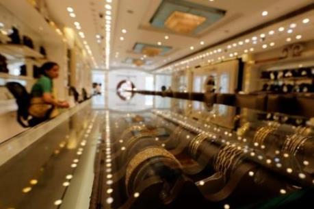 Vàng châu Á hướng tới tháng giảm giá mạnh nhất trong gần 3 năm rưỡi