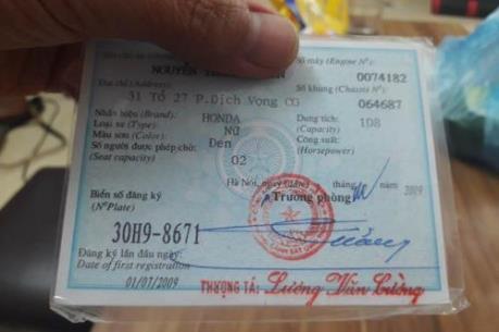 Người dân Hà Nội đổ dồn đi làm thủ tục sang tên đổi chủ xe máy