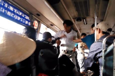 Điều tra các đối tượng lừa đảo, hành hung hành khách đi xe buýt