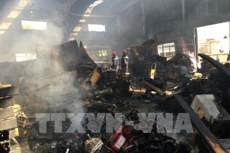 Đang cháy lớn tại cụm công nghiệp Ngọc Hồi, Hà Nội