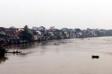 Mưa lũ ở miền Trung: 10 người thiệt mạng, hàng nghìn ngôi nhà bị ngập