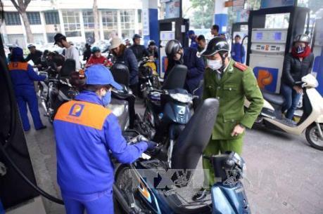 Giá xăng tăng hơn 300 đồng/lít