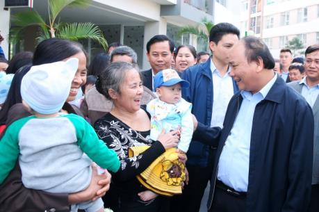 Thủ tướng Nguyễn Xuân Phúc thăm cư dân nhà thu nhập thấp