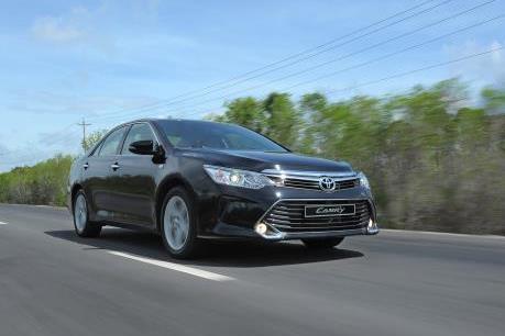Giá xe ô tô giảm cả trăm triệu, khách hàng vẫn chờ