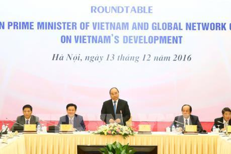 Thủ tướng dự Hội nghị bàn tròn với chuyên gia toàn cầu về phát triển Việt Nam