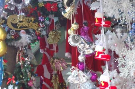 Phố Hàng Mã ngập tràn không khí đón Giáng sinh